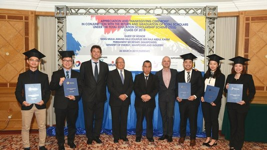 Return of five Bruneian students who completed their Master's degrees in (...)